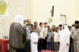 أثناء إشهارهم الإسلام