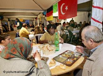 مسلمو ألمانيا أثناء الإفطار