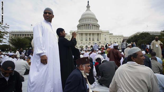 مسلمون يصلون بأمريكا