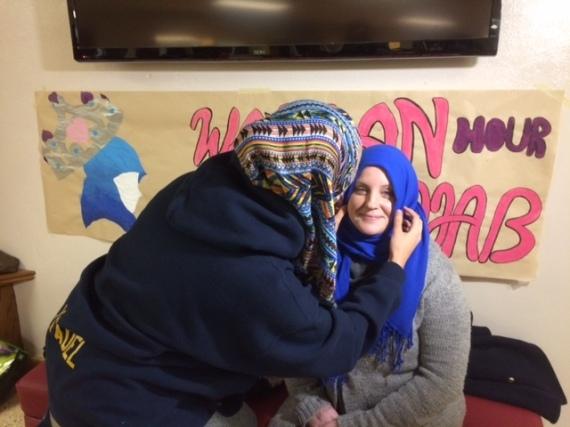 ارتدي الحجاب وتجولي به لمدة ساعة