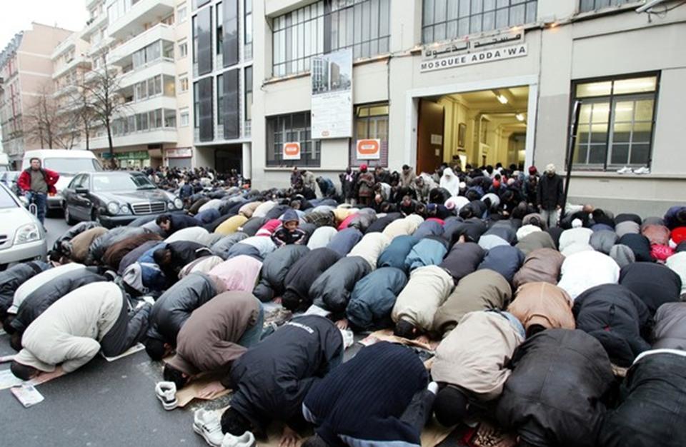 هل ستدخل أوروبا في الإسلام خلال عشر سنوات؟